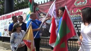Download Video Warga Kibarkan Bendera Negara Peserta Asian Games 2018 di Kelapa Gading MP3 3GP MP4