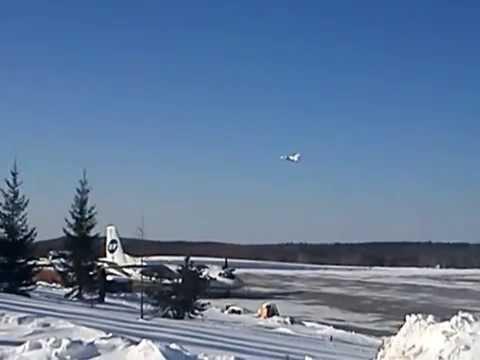Взлёт Ан-148 из аэропорта Усть-Кут.