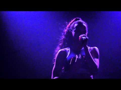 Tinashe - Bated Breath (HER VOCALS DOE!)- live in Melbourne