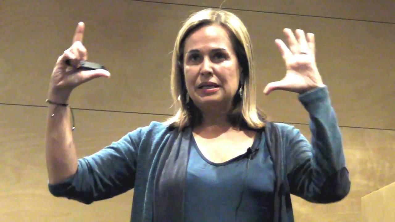 Conferencia de Elena Gómez del Pozuelo - El empoderamiento de la mujer  profesional 7d3d1a65ca5