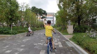 동네에서 수호랑 자전거…