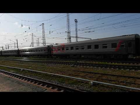 ЭП1М-?? СО скорым поездом №49 Кисловодск Санкт-Петербург прибывает на станцию Невинномысск