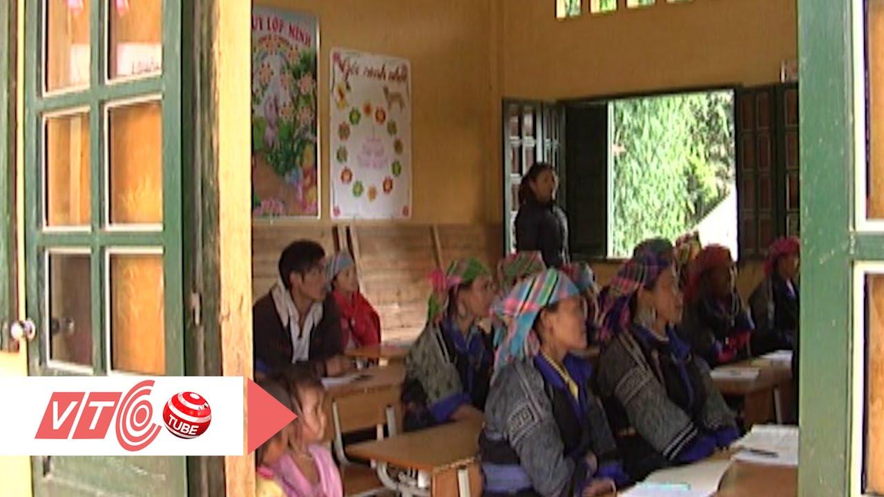 Lớp học xoá mù chữ nơi cổng trời | VTC