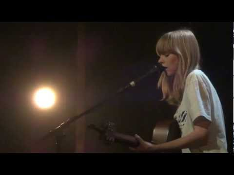 Lucy Rose - Watch Over - Full Live @Divan du Monde Paris (FR) - 14.02.2013 (3/15)