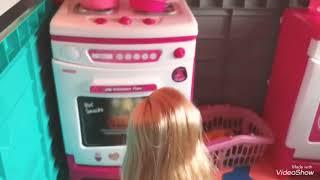 Barbie in the kitchen| niloya ve tospik yemek yiyor| fun kids video