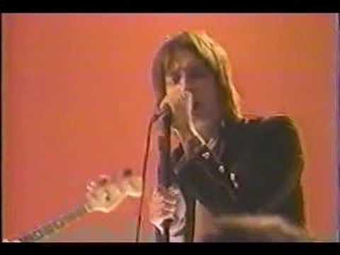 the-strokes-between-love-hate-live-strokesvideos