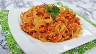 Makaron z mięsem mielonym i warzywami w sosie pomidorowym - Jak zrobić - Smakowite Dania