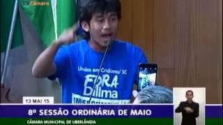Fenômeno de 19 anos, Kim Kataguiri bate de frente com qualquer político em prol de um Brasil melhor.