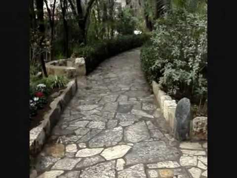 Jesus' crucifixion site? (A 'Skull', Garden & Tomb)