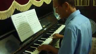 Gởi người em gái - Đệm hát piano.