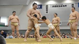 大相撲の秋巡業「鳥取場所」が26日、鳥取市布勢のコカ・コーラウエス...