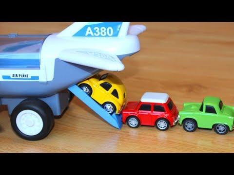Транспортный самолет перевозит машинки игрушки Самолеты мультфильм для детей