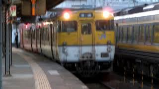 新山口駅で並んだキハ187系特急「スーパーおき」と、広島地域色キハ47形普通列車。