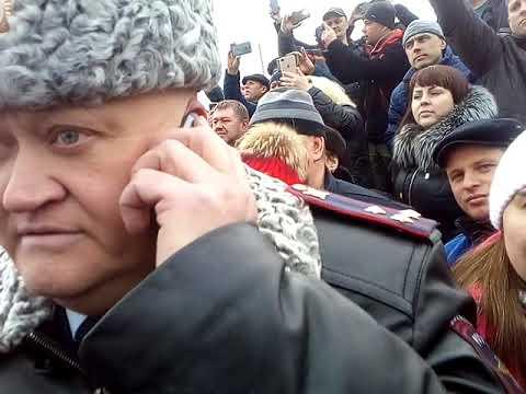 """Волоколамск. Ядрово. Отравление детей. Народ встречает Воробьева и Гаврилова """"хлебом и солью""""."""