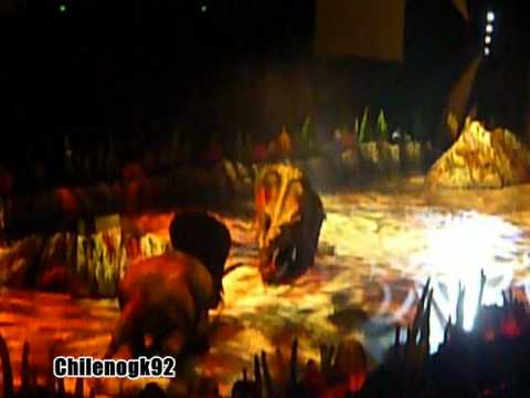 WALKING WITH DINOSAURS (LIVE) 2011(Arena Spectacular) - TOROSAURUS & T-REX - CHILENOGK92