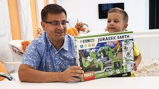 Рома и папа собирают Конструктор Engino 5 в 1 Динозавры