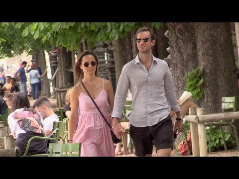 Pregnant Pippa Middleton in love with husband James Matthews hand in hand in Paris