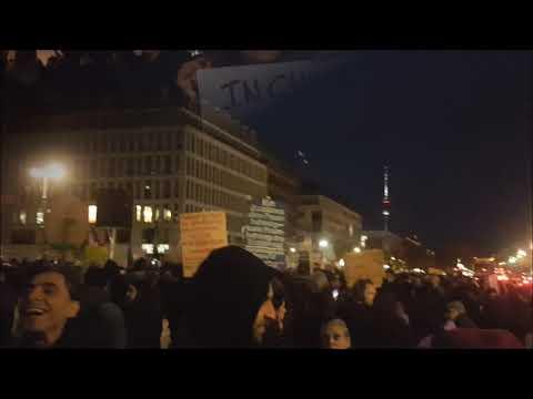 #Berlin / Solidarität mit #Chile #ChileDespierto Brandenburger Tor 27.10.