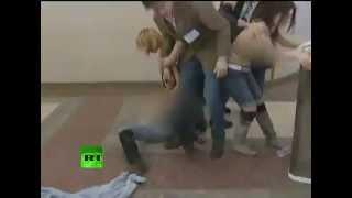 ثلاث فتيات أوكرانيات يتعرين احتجاجاً على فوز بوتين