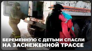 Беременную с детьми спасли на заснеженной трассе в Алматинской области