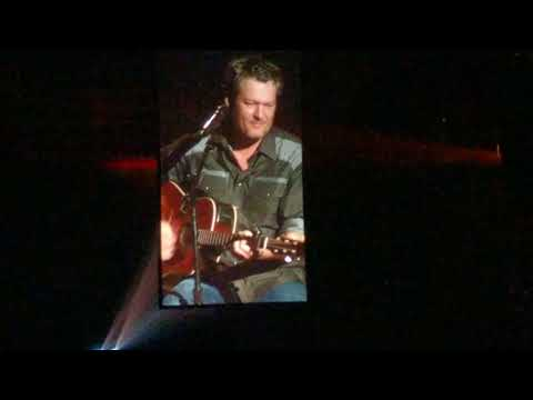 Blake Shelton and Trace Adkins Sing-off