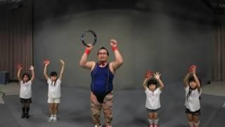 タンバリン芸人のゴンゾーと沖縄アイドルらぐぅんぶるぅによるタンバリ...