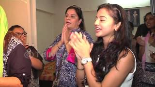 Helly Shah attends Namish Taneja's Ganpati Aarti and dances in the visarjan..