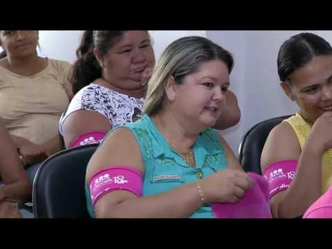 """Grupo leva teatro sobre câncer de mama a empresa onde mulheres """"reinam"""""""