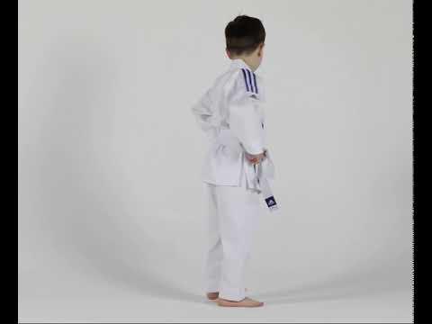 Экипировка для занятий – синее кимоно для дзюдо adidas, спешите купить качественное фирменное изделие!. Дзюдоги пошито из легкой и прочной ткани. Места, подвергающиеся высокой нагрузке имеют специальное усиление. Плотность материала: 650 гр. На 1 кв. Метр. Соотношение состава материал: