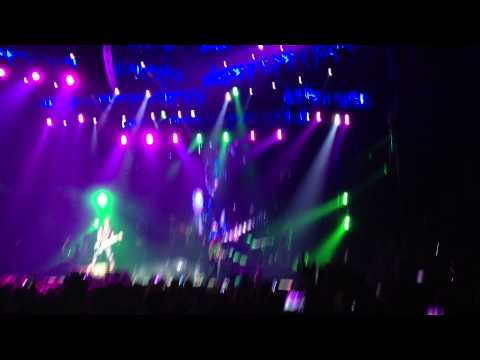 Guns n' Roses Guitar Solo - DJ Ashba - Mi Amor - Beirut, Lebanon 30/3/2013