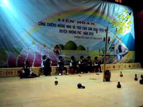 Công chiêng măng non Trường Tiểu học Nơ Trang Lơng Êa Yông