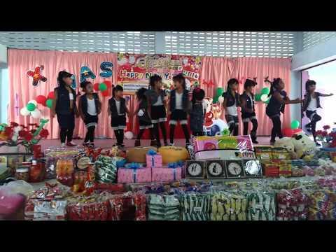 โยน สโมสรชิมิ การแสดงของระดับชั้นอนุบาล 2 งานคริสมาสตร์และปีใหม่โรงเรียนเทศบาลพัฒนา