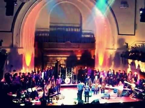 Elizabeth Jai sings Glory Glory Hallelujah lead with London Community Gospel Choir