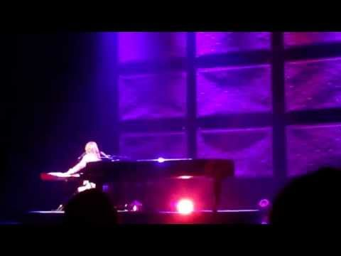 Tori Amos - Happy Phantom (Live at St. Louis 08.01.2014)