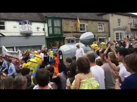 bed race knaresborough 2016 3