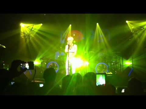 Robyn . Dancing Queen (ABBA Cover)/Show Me Love . Terminal 5 . NYC . 11.10.10