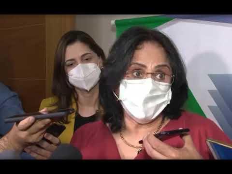 """""""Prioridade é vacina ou absorvente?"""", diz Damares após veto de Bolsonaro"""