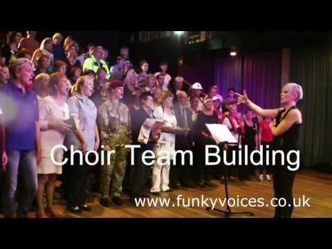 FunkyVoices - Choir Team Building - singing Queen