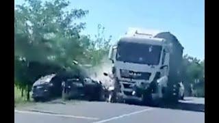 Frontális karambol Zámolynál videón  - elaludt a sofőr a volán mögött