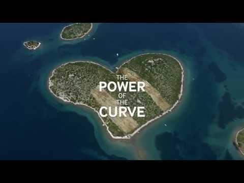 Alena Savostikova in Samsung Curved Beauty Commercial