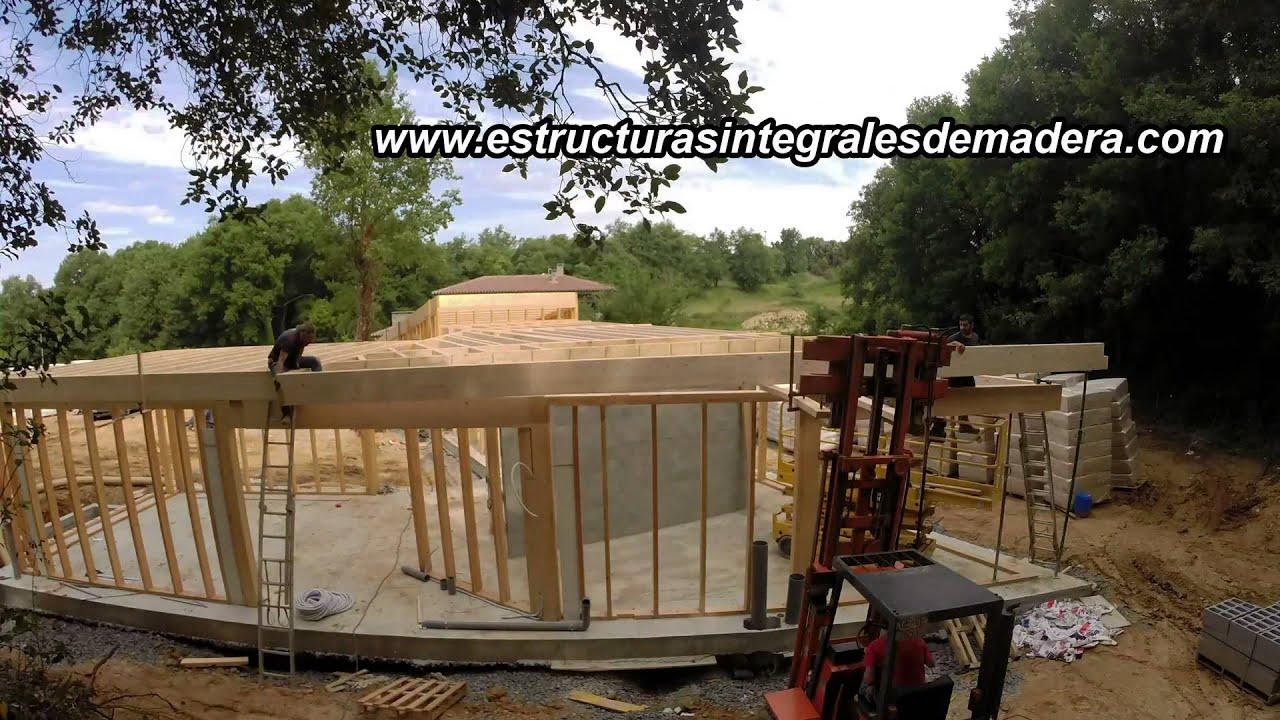 montage de estructura de madera para casa eficiente en sant julia de vilatorta