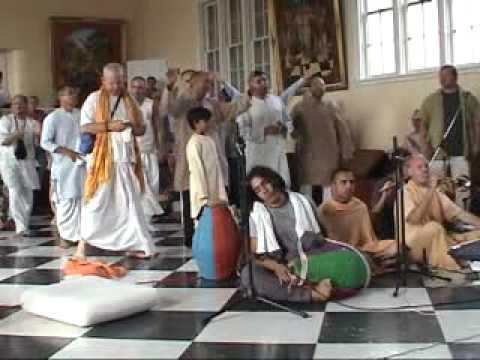 Lokanath Maharaj singing Krishna Jinaka Nama He