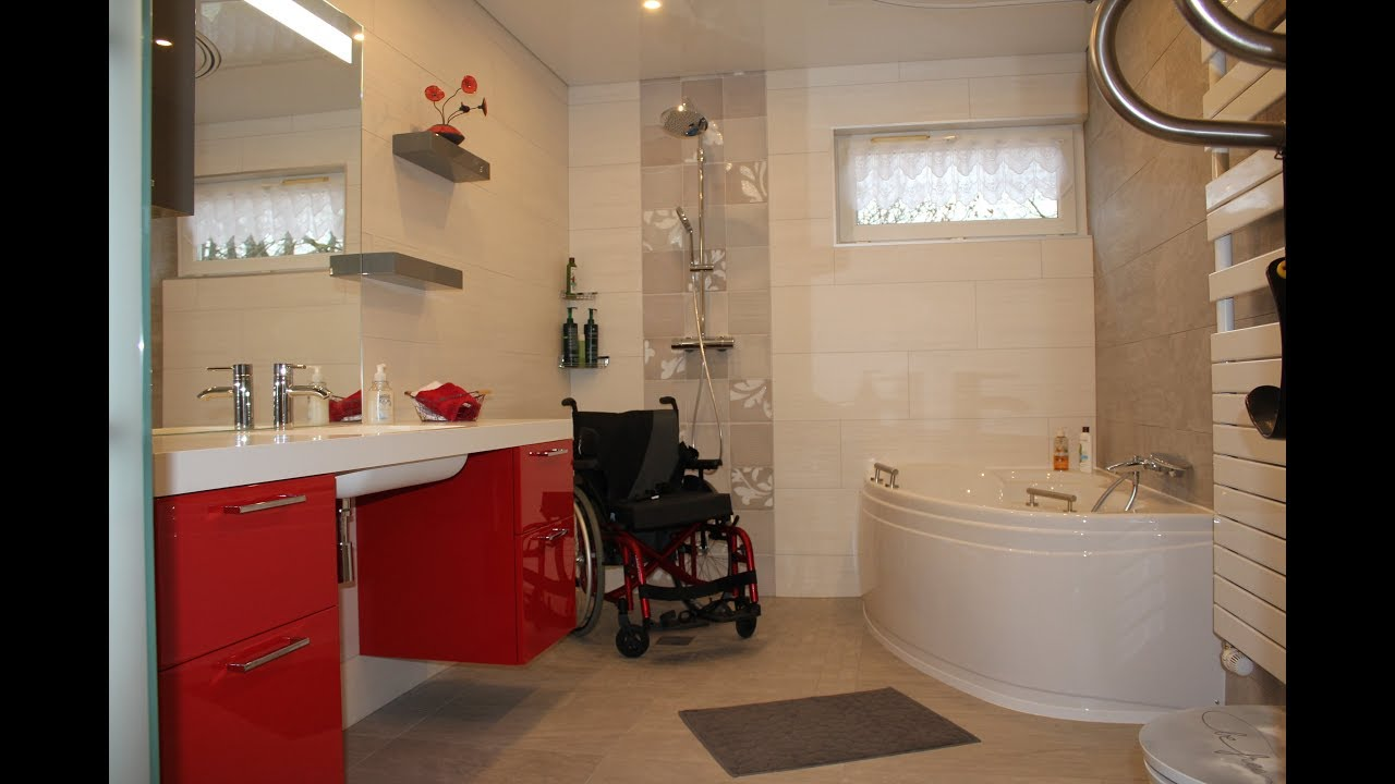 Salle de bain design pour personne mobilit r duite avec - Salle de bain pour personnes a mobilite reduite ...