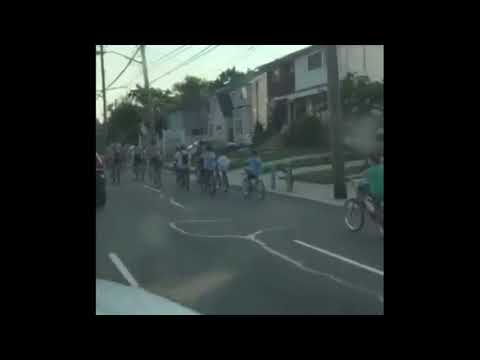 Large pack of bikers disrupt traffic on Staten Island