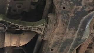 Работа подушки КПП VOLKSWAGEN GOLF 4 2000/ Operation of the gearbox cushion VOLKSWAGEN GOLF 4 2000