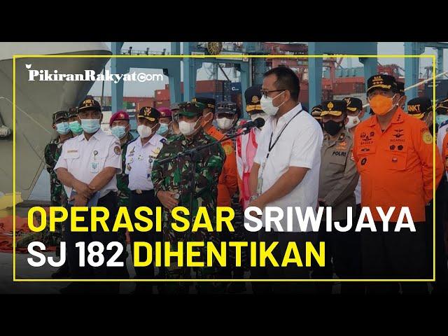 Operasi SAR Dihentikan, Keluarga Korban Tabur Bunga di Lokasi Jatuh Sriwijaya SJ 182