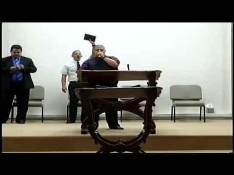 Predicando Evang. Hector Delgado (antes el...