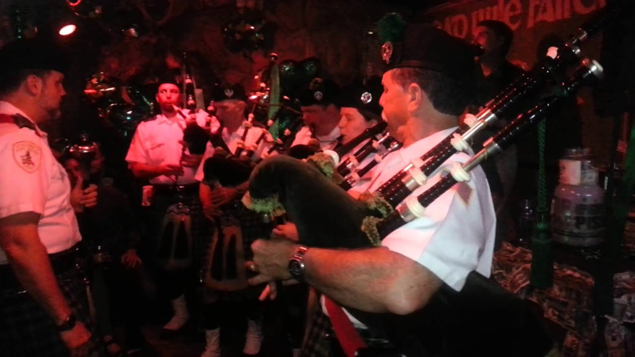 McGuire's Irish Pub Pipe Band and Rich McDuff - YouTube