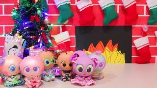 Christmas Presents ! Toys and Dolls Pretend Play Fun for Kids Opening Blind Bags - Baby Doll Play