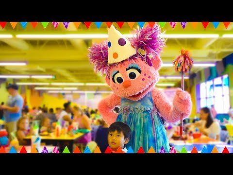sesame-street-birthday-party-at-sesame-place-|-happy-birthday-song